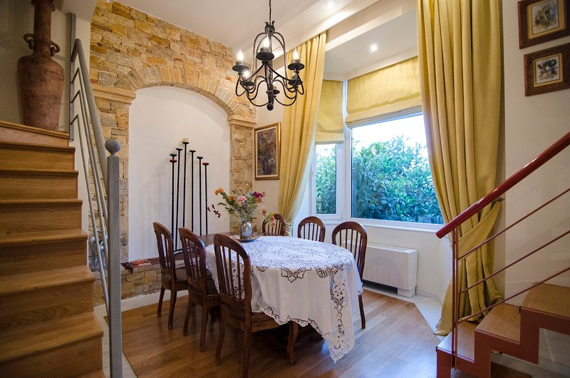 Artistic Villa Luxury sleeps up to 10 people, is 500m from the sea., holiday rental in Paleo Faliro