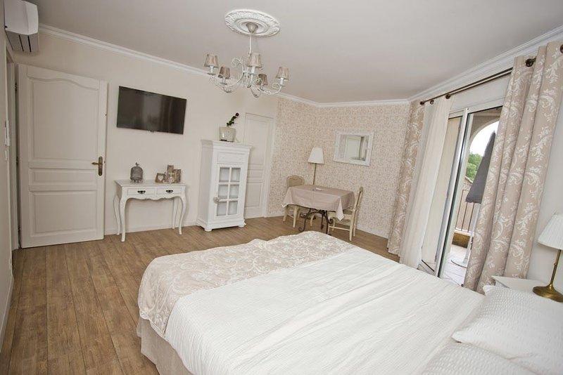 Gite Suite Etage, holiday rental in Venejan