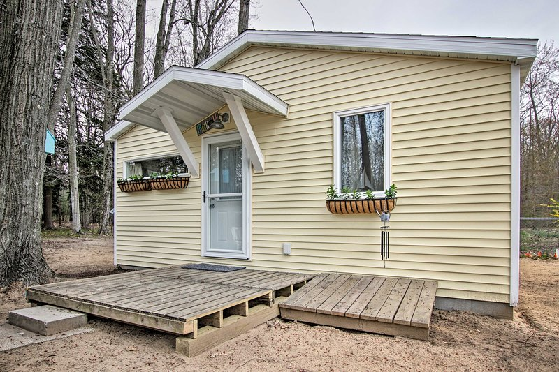 Newly Built 'Gold Coast' Cottage, Walk to Lake MI, holiday rental in Muskegon County