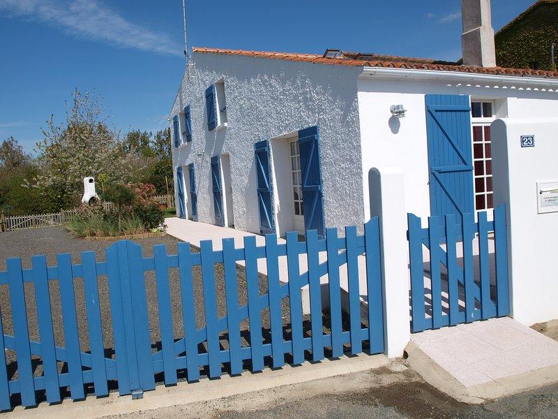 Maison 10 personnes , aménagée pour personne en fauteuil, WiFi, vacation rental in Vaire