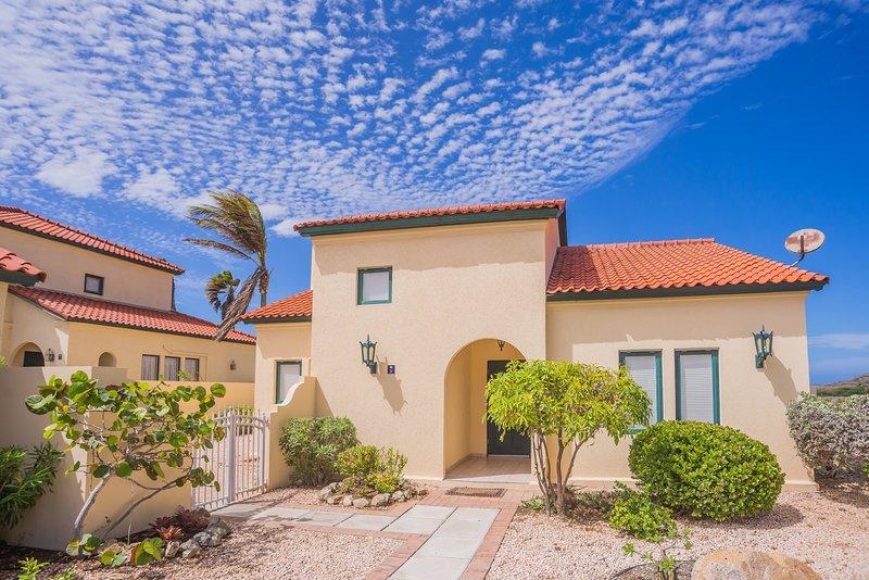 European styled 3 bedroom villa at Tierra del Sol, casa vacanza a Arasji