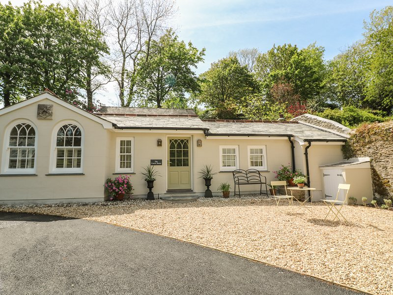 THE COACH HOUSE AT PENDOWER HOUSE, WiFi, Pet-friendly, Open-plan living, casa vacanza a Lansallos
