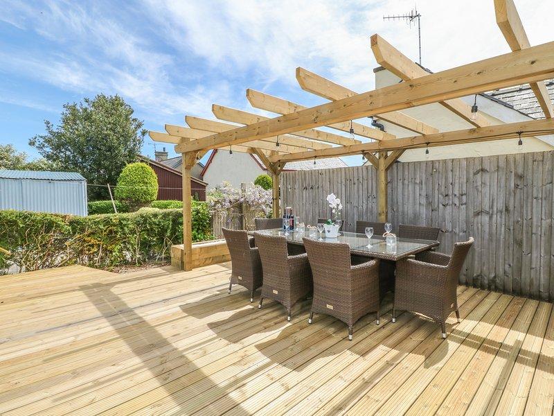 GWYLFA, lovely cottage near beach, garden, en-suite, WiFi, Llanbedrog, Ref, vacation rental in Llanbedrog