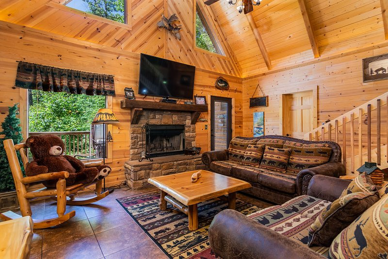Big Trout Lodge w/ Hot Tub and Game room Loft, vacation rental in Omaha