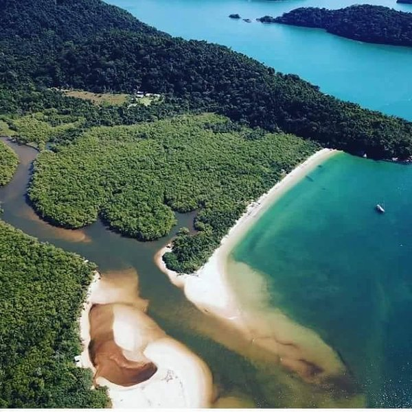 Ecological paradise, exit to the Mamanguá Fjord, between Trindade and the historical city of Paraty