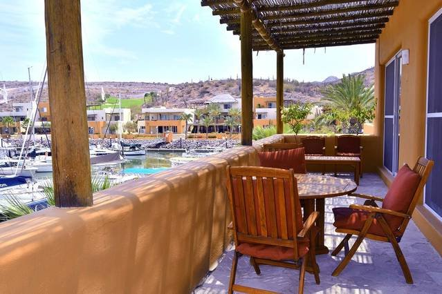 30 steps off beach club/restaurants & Marina, vacation rental in La Paz