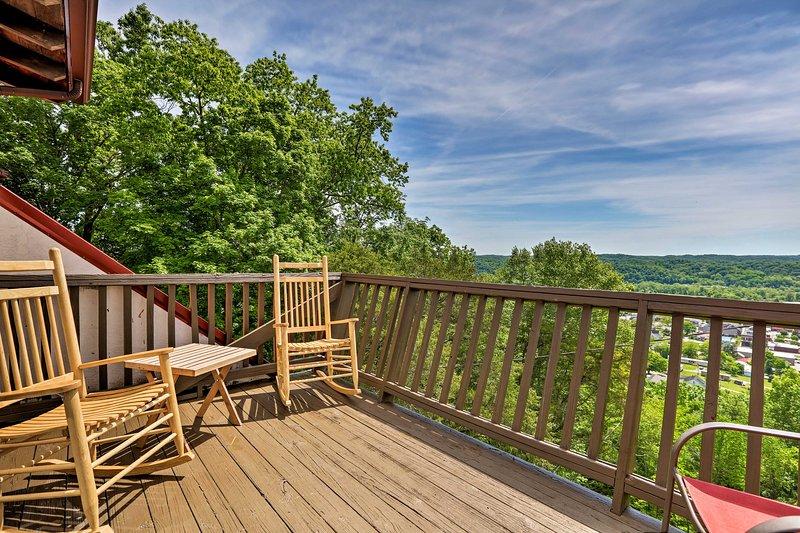 Burkesville Apt w/ Deck, Views & Pool Access!, vacation rental in Burkesville