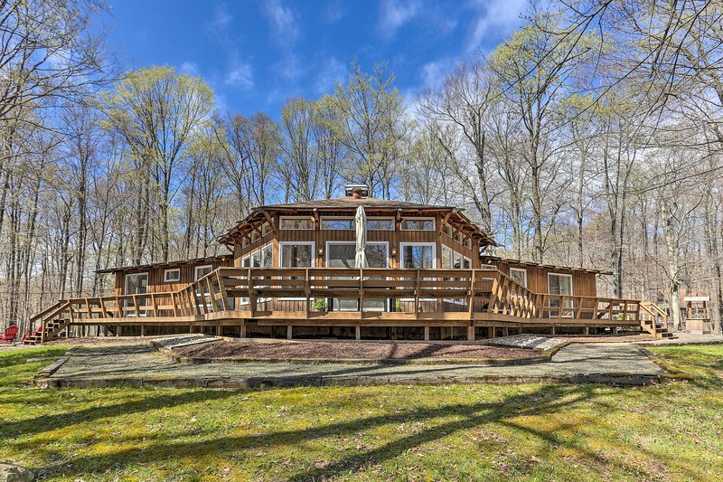 Family Home w/ Deck, Walk to Big Bass Lake!, vacation rental in Gouldsboro
