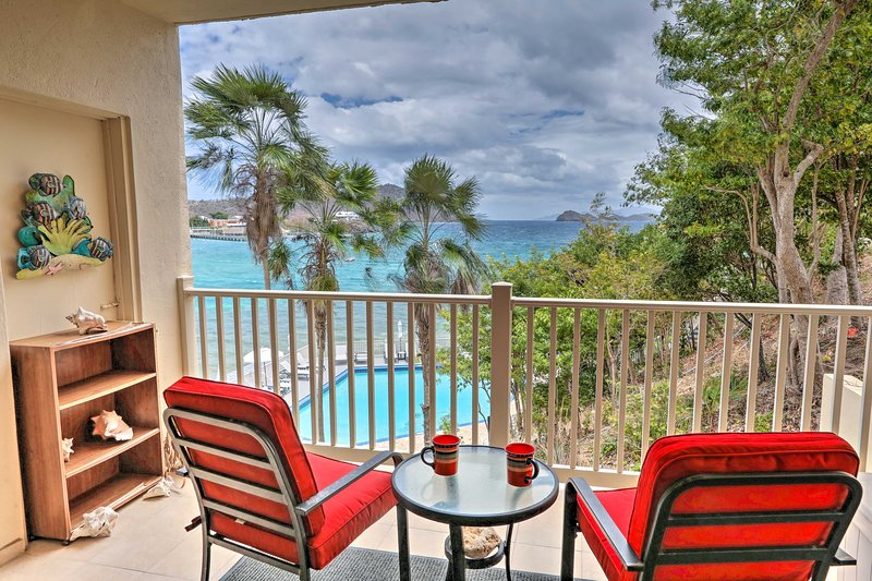 Saint Thomas Condo w/ Ocean Views, Walk to Beach!, vakantiewoning in Tutu