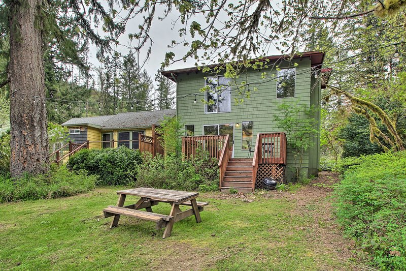 With 1 bedroom and 2.5 bathrooms, this cabin can accommodate 2 guests.