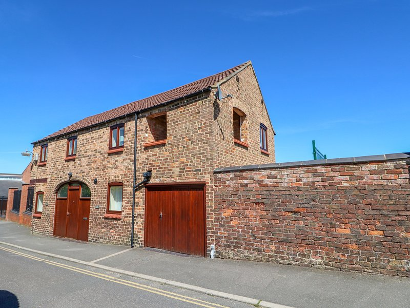 THE OLD COACH HOUSE, open-plan living, en-suite, in Louth, holiday rental in Louth