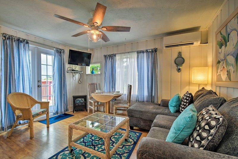 Sunset Beach Condo w/ Dock, Yard & Cornhole!, vacation rental in Treasure Island