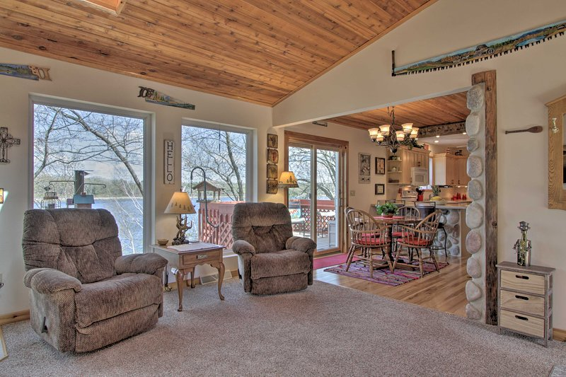 Airy Cottage w/Dock & Views on Buffalo Lake!, location de vacances à Westfield