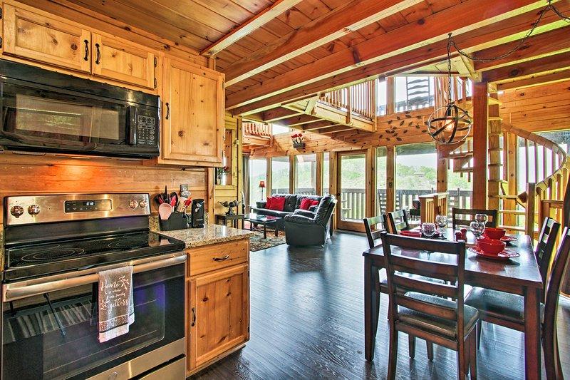 Questa casa vacanza a Sevierville offre 2.000 piedi quadrati e 6 posti letto.