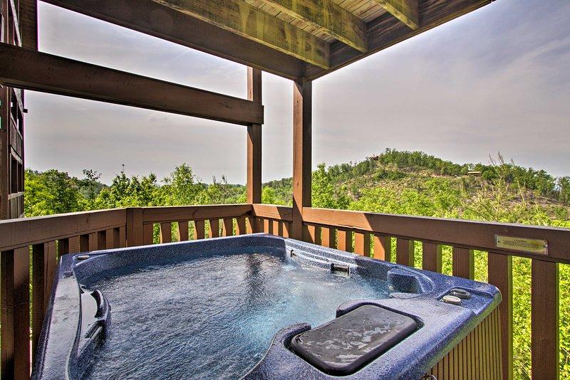 Rilassati e ricaricati nella vasca idromassaggio dopo una giornata di divertimento in famiglia!