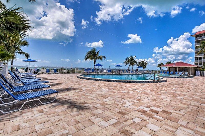 Il condominio si trova nel Bonita Beach Club Condominiums.