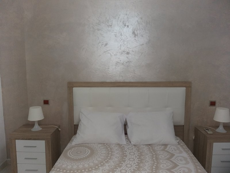 1 double room with private bathroom