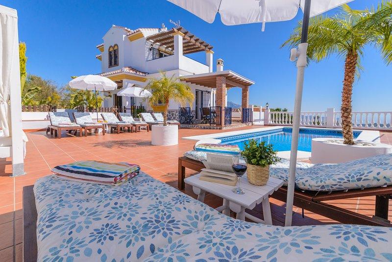 Maravillosa villa en un emplazamiento único..., holiday rental in Torrox