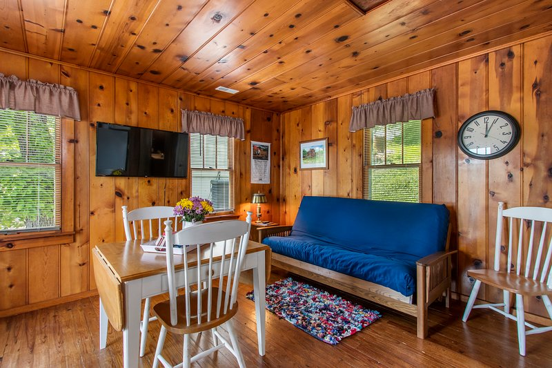 Ken's Kabin - 1 Bedroom Cabin at the Lake of the Ozarks, alquiler de vacaciones en Tuscumbia
