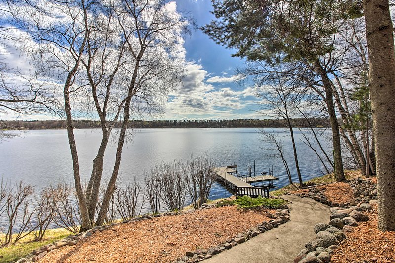 Brainerd Lakes Cabin on 2-Acres w/ Dock & Fire Pit, aluguéis de temporada em Pequot Lakes