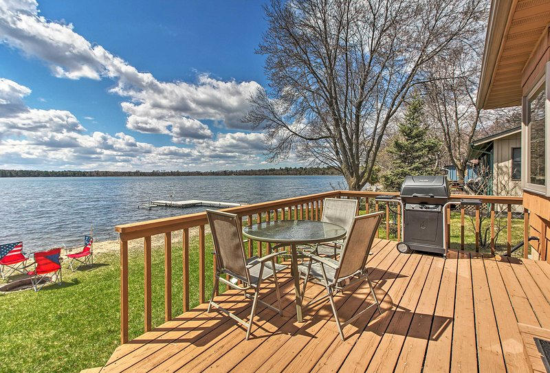 Lakefront Nisswa Cabin w/ Spacious Deck & Kayaks!, holiday rental in Brainerd