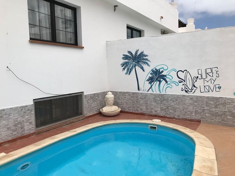 3 bedroom villa, private pool, walk to the beach, holiday rental in Corralejo