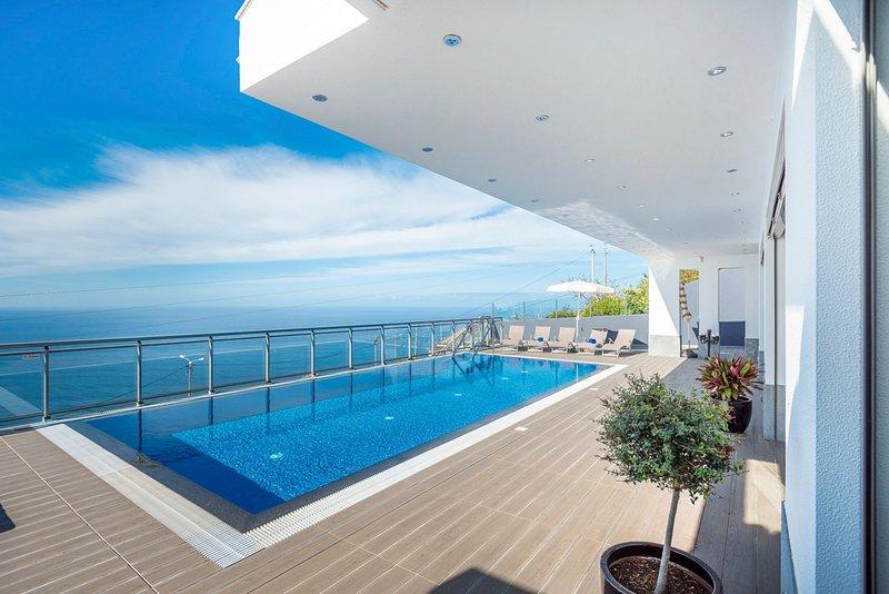 Faja da Ovelha Villa Sleeps 6 with Pool - 5793213, holiday rental in Faja da Ovelha