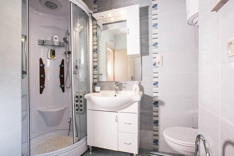 A1 - I kat (4 + 2): bagno con wc