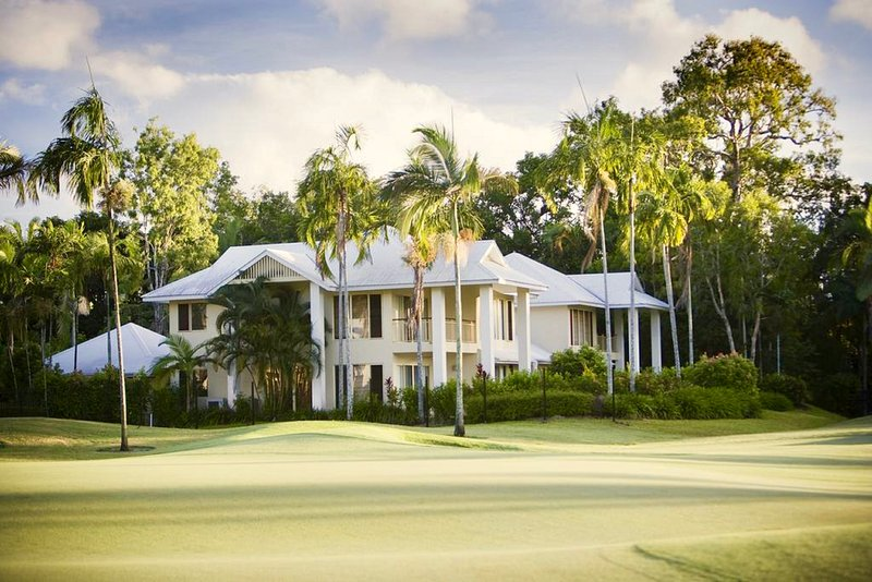 The villa has stunning views over the 5th fairway and 3rd green of the Palmer Sea Reef Golf Course.