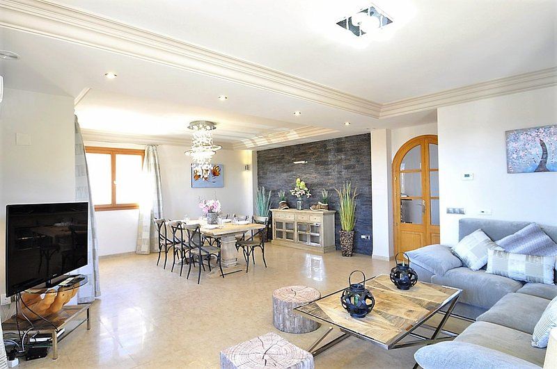 CASA LAS COLUMNAS- Chalet in Cala Ratjada, ideal for families with private pool, holiday rental in Font de Sa Cala