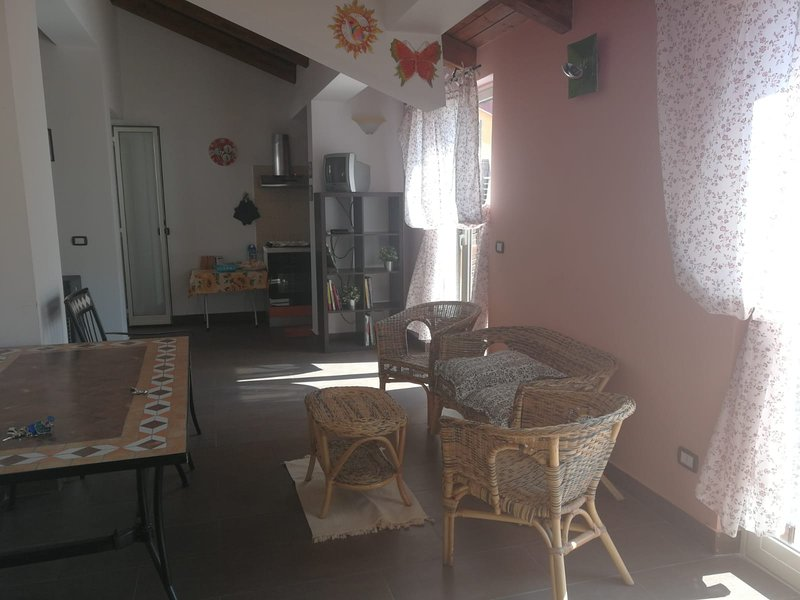 Beautiful apartment with balcony, holiday rental in Casalvecchio Siculo