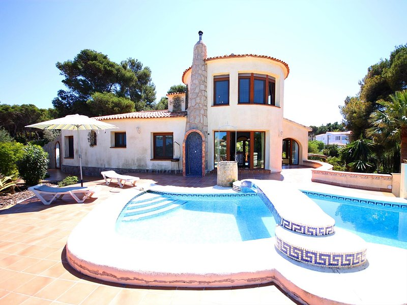 Xabia Villa Sleeps 6 with Pool and WiFi - 5793757, vacation rental in El Tosalet