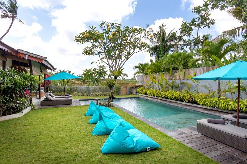 Large Villa on Greenbelt of Canggu, overlooking working rice paddies – semesterbostad i Buduk