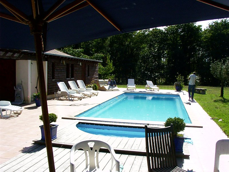 Spacious villa with swimming-pool, holiday rental in Hinx