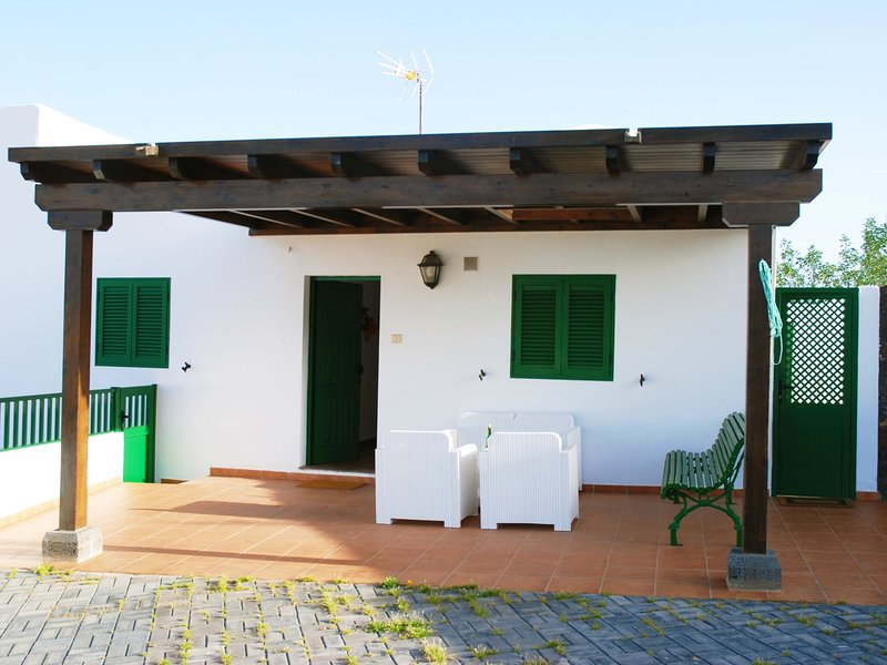 Villa Laura, between cactus and volcanoes, vacation rental in Las Laderas