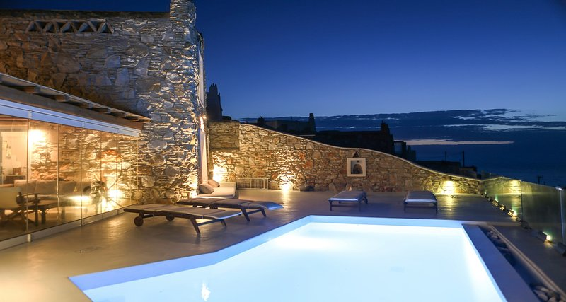Villa Rea, cozy villa with sunset view and beautiful outdoor areas, holiday rental in Kanalia