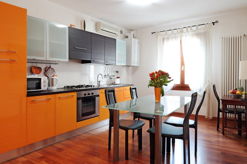 ARANCIO apartment next Piazza Erbe, daily markets and all Padua best sities, Ferienwohnung in Province of Padua