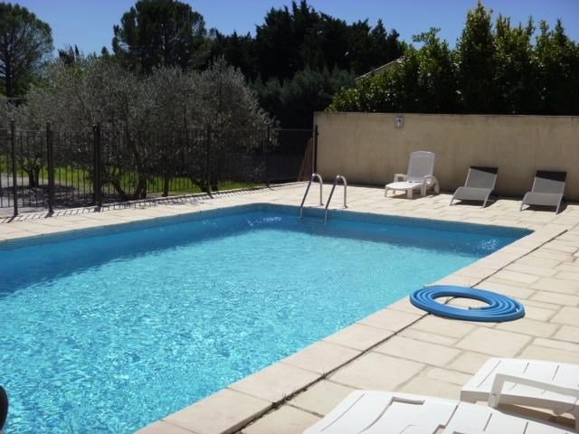 Nice apartment with shared pool, holiday rental in Velleron