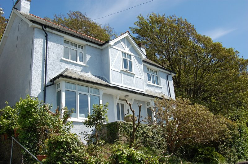 BRYN MAIR FAMILY HOME WITH HOT TUB Barmouth, holiday rental in Barmouth