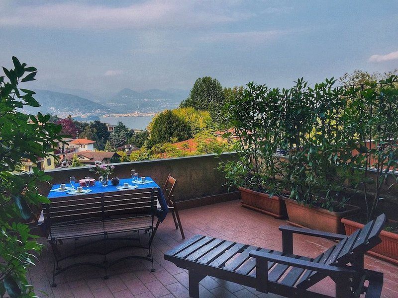 Matias apartment in Stresa with lake view, location de vacances à Isola Pescatori
