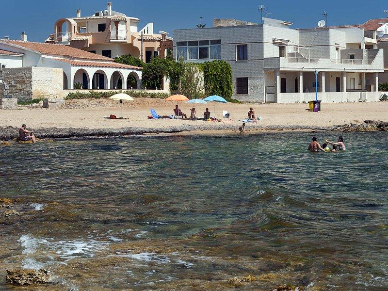 Calabernardo Villa Sleeps 6 with Air Con and WiFi - 5252029, holiday rental in Piccio