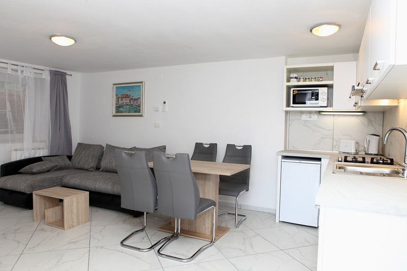 Morning Sun Apartment ZT7, vacation rental in Piran