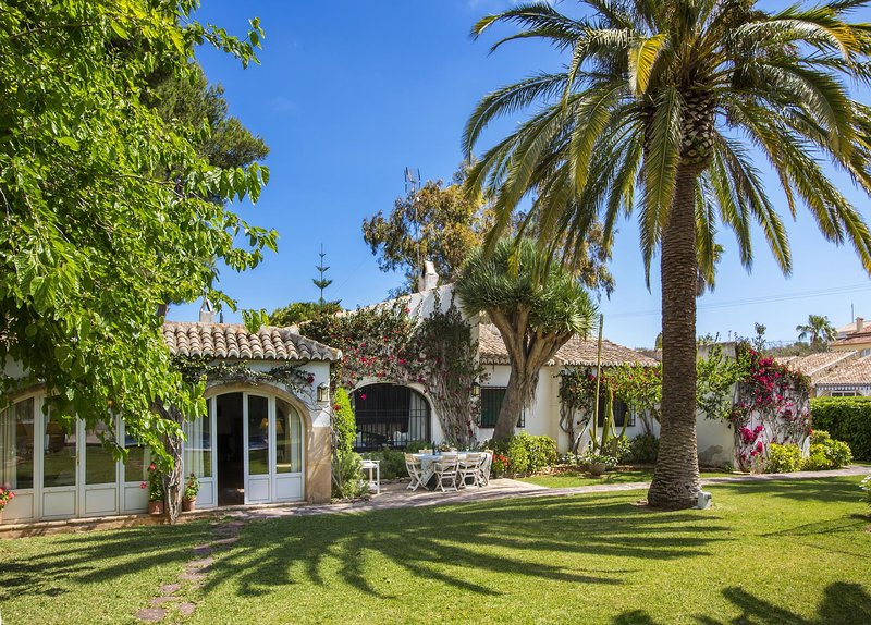 Xabia Holiday Home Sleeps 6 with Pool and WiFi - 5793438, vacation rental in El Tosalet