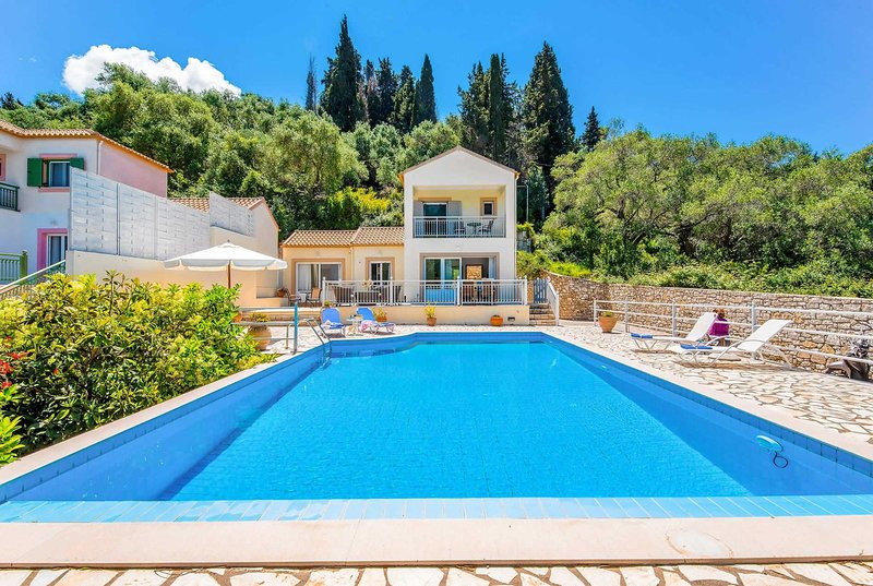 2bed villa w/ private pool 10 min walk from Loggos, holiday rental in Loggos