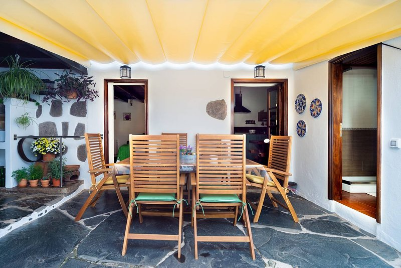 Spacious house with mountain view, holiday rental in Banaderos