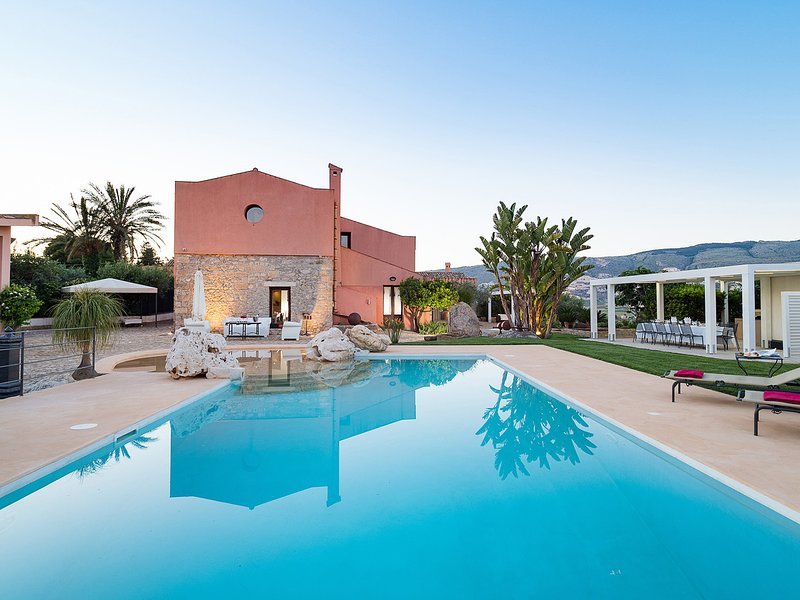 Passo Casale Villa Sleeps 10 with Pool Air Con and WiFi - 5247441, vacation rental in Ballata