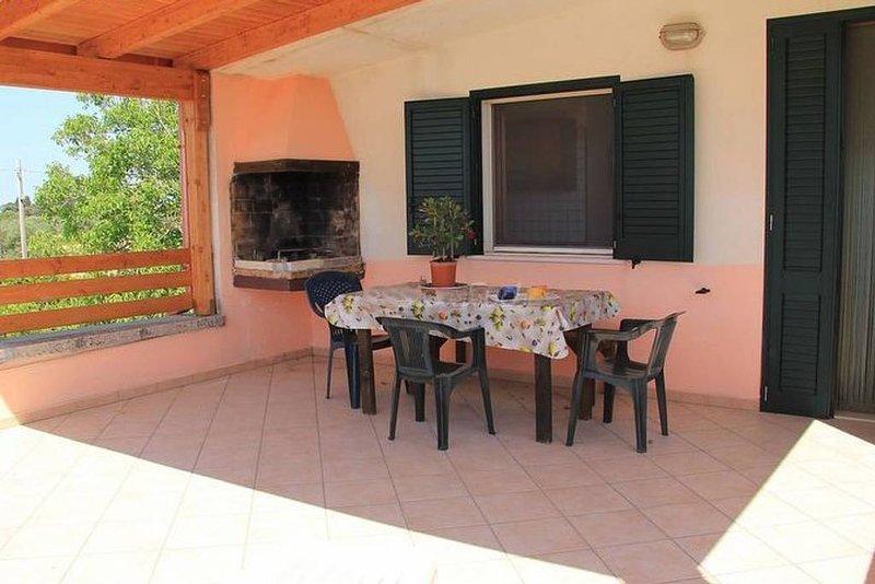 Amazing apartment with shared pool, holiday rental in Salignano