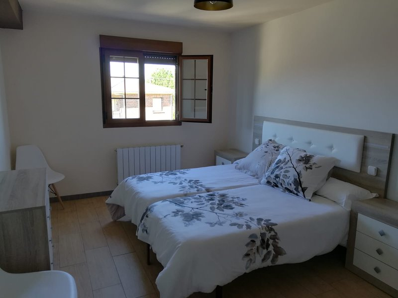 Nice house with mountain view, vacation rental in Villabuena de Alava