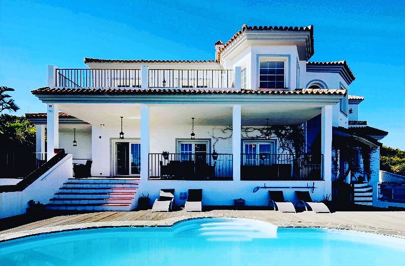 Luxury 5 bedroom Villa on Golf Course in Alcaidesa, nr Sotogrande, casa vacanza a Castellar de la Frontera