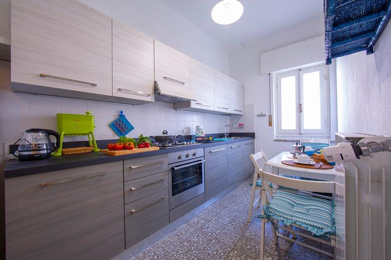 La cuisine est neuve et entièrement équipée